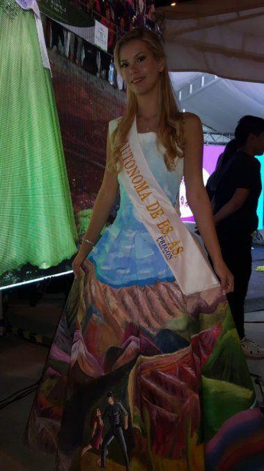 Una reina lució un vestido con el Hornocal