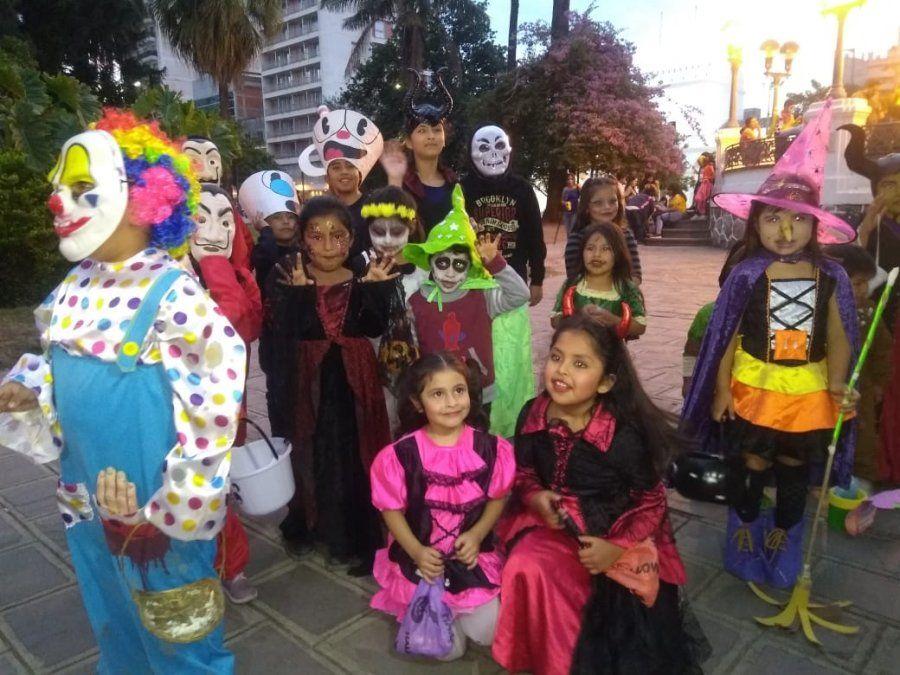Jujeñitos disfrazados por Halloween coparon el centro