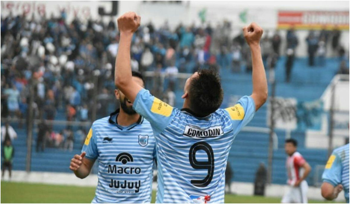 Daniel Juárez abrió el marcador a los 24 del primer tiempo. Foto: twitter GYEJ.