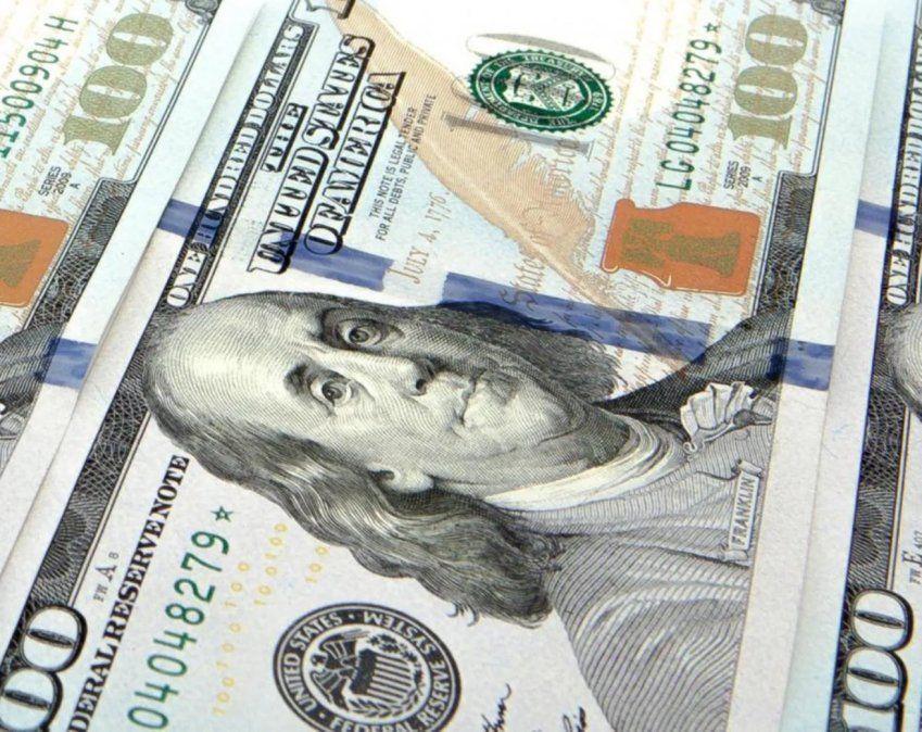 El dólar anotó una leve baja y cerró a $63,26