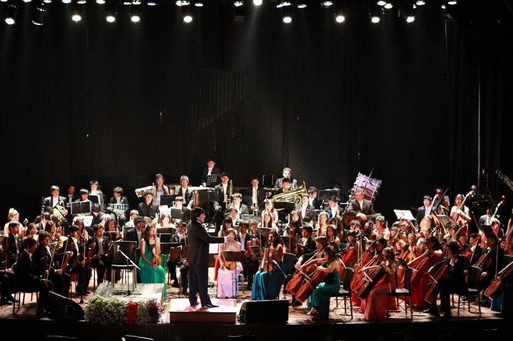 El Sistema de Orquestas Juveniles e Infantiles de Jujuy junto a Elena Roger en la gala del Fleni