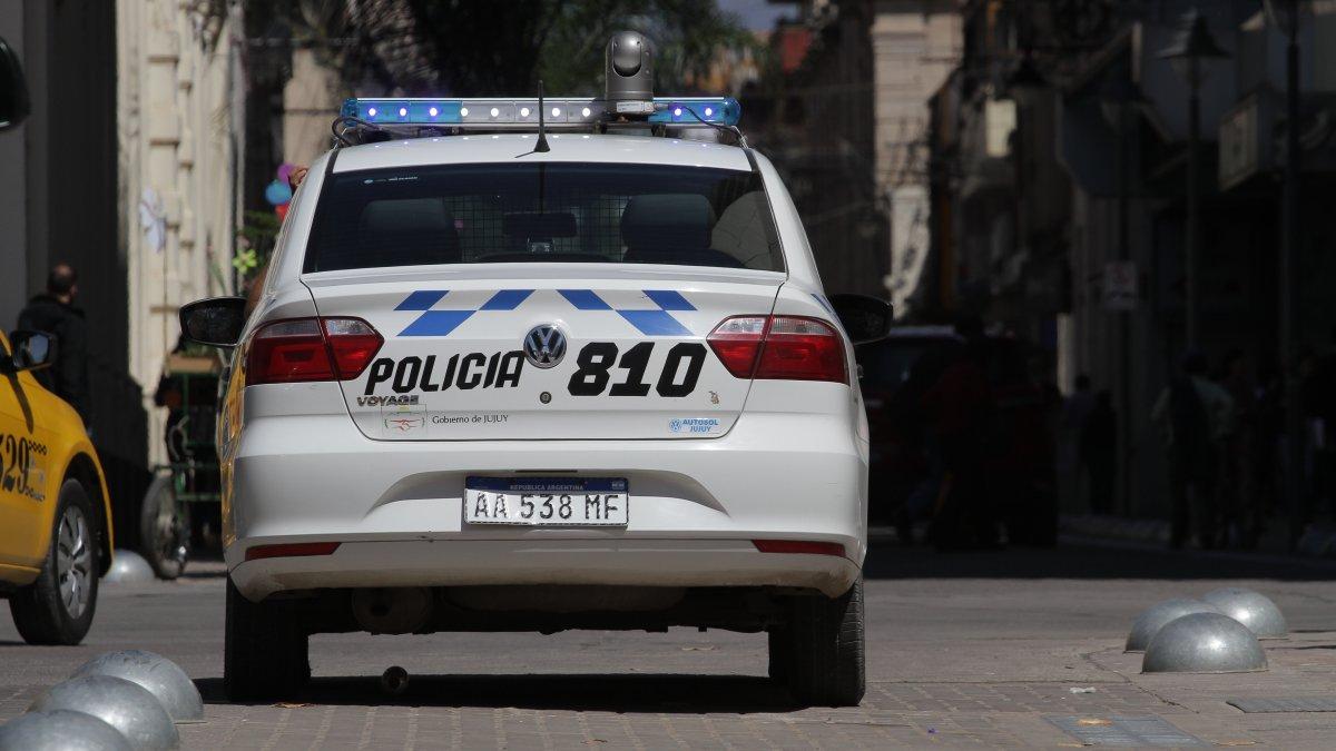 Manejaban alcoholizados y en su intento de fuga le arrojaban latas a los policías