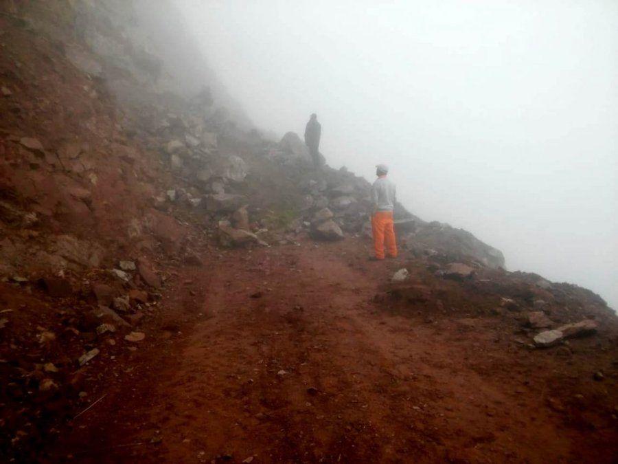 Realizan trabajos de despejes por desmoronamiento en la ruta Quebrada-Yungas