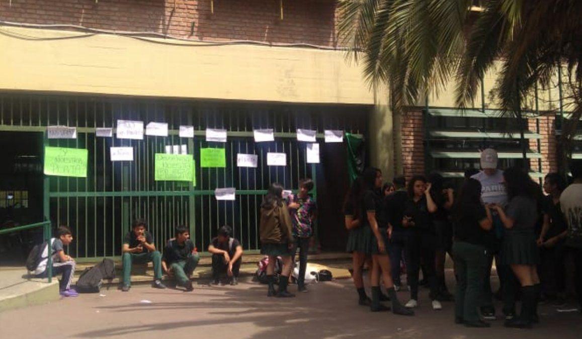 Alumna del Comercial nº 2 fue agredida al aire por locutores jujeños