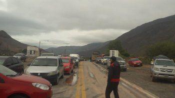 Más de 150 vehículos quedaron varados en la Ruta 9 y sin asistencia