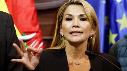 La senadora Jeanine Añez asumió la presidencia provisional de Bolivia