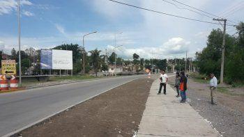 Ruta 1: vecinos denuncian falta de paradas y pasarelas
