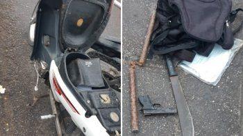 Dos detenidos con réplica de arma de fuego, un nunchaku y un machete