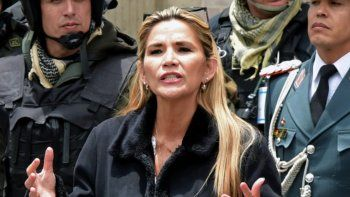 El gobierno de Jeanine Áñez ordenó sacar a 725 cubanos de Bolivia