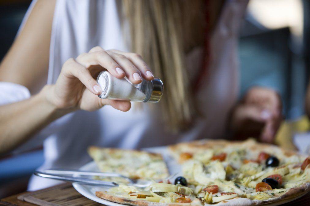 3 de cada 10 casos de hipertensión se explican por el consumo elevado de sal