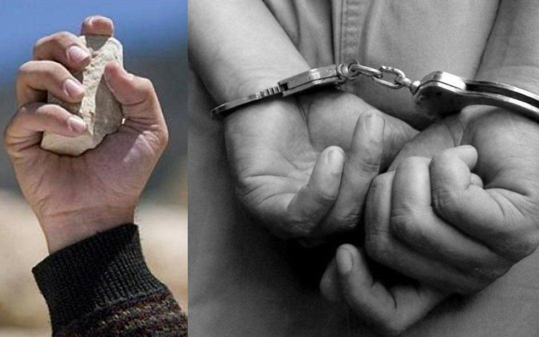 Dos detenidos por arrojar piedras contra policías
