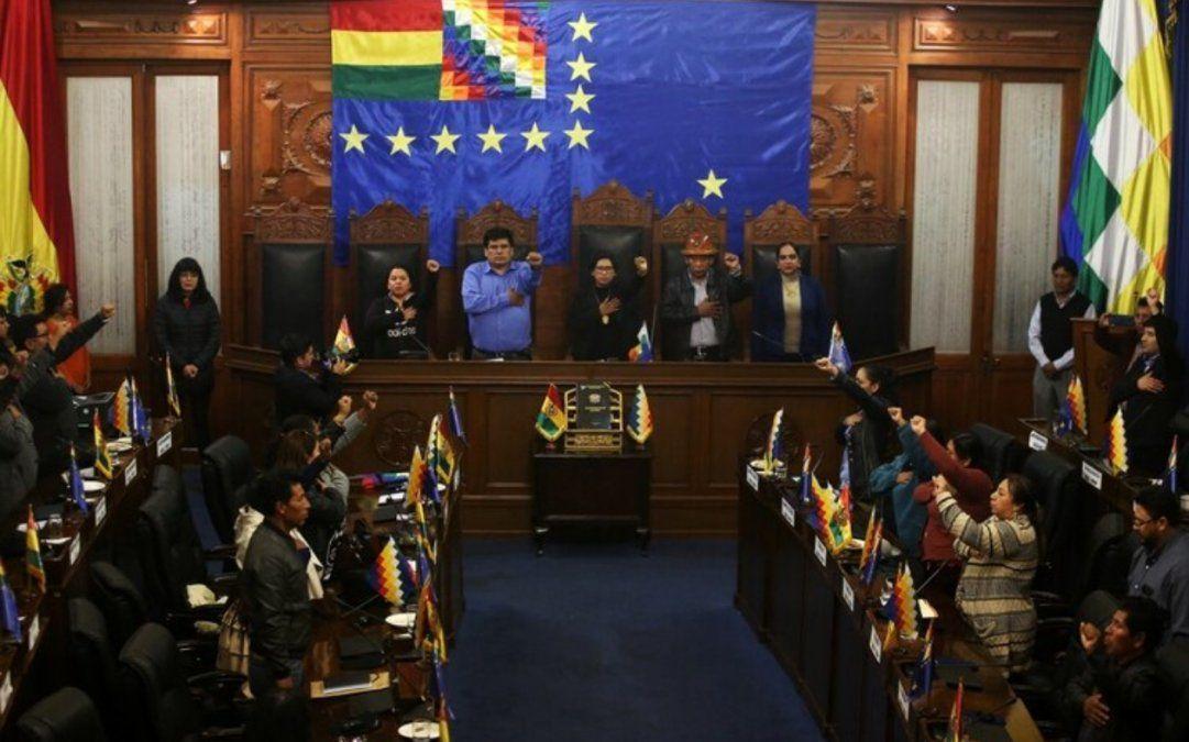 Senadores de Evo Morales reconocieron a Jeanine Añez como su sucesora