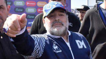 Finalmente Maradona continuará como DT del Lobo