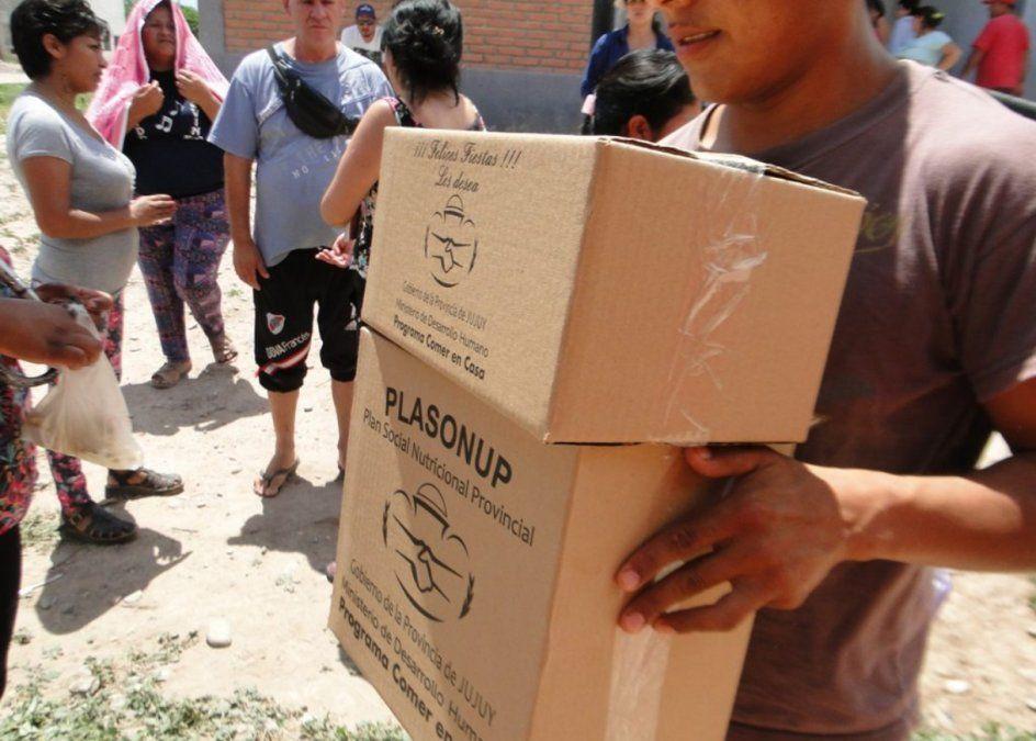 Entregan cajas alimentarias en la Quebrada