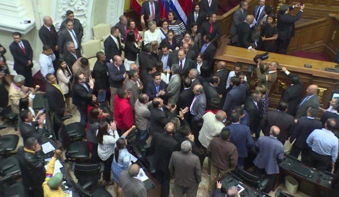 La Asamblea Nacional venezolana sesionó con la presencia de parlamentarios extranjeros