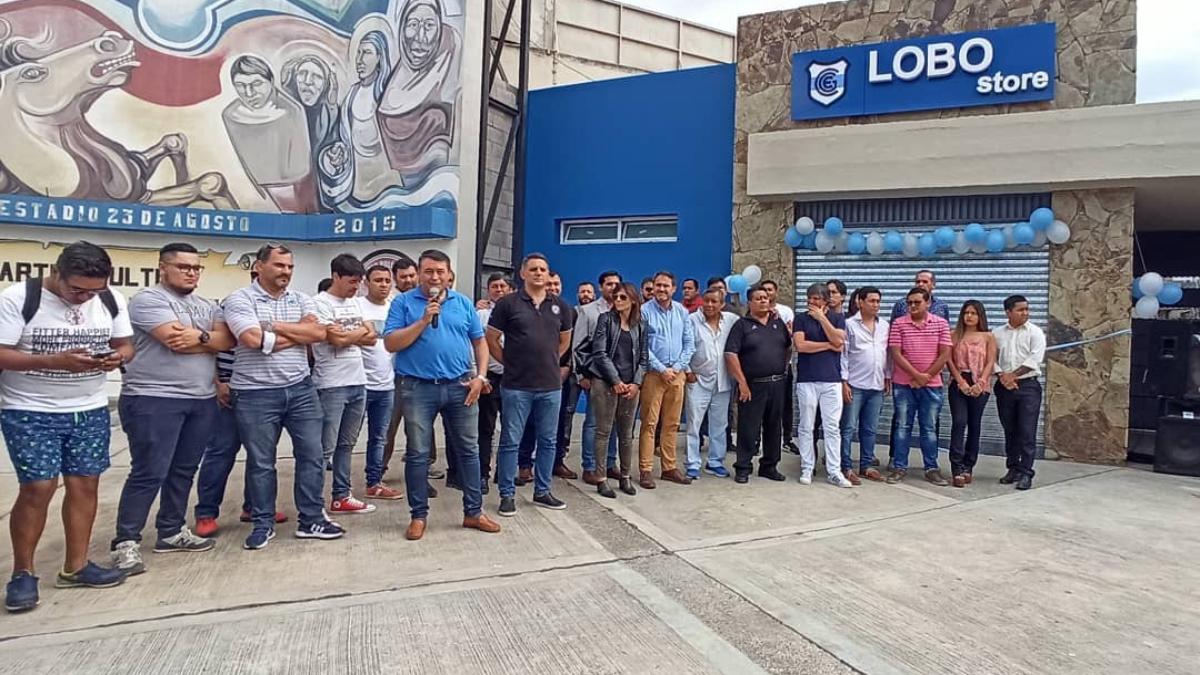 Quedó inaugurada la tienda Lobo Store en el estadio 23 de Agosto
