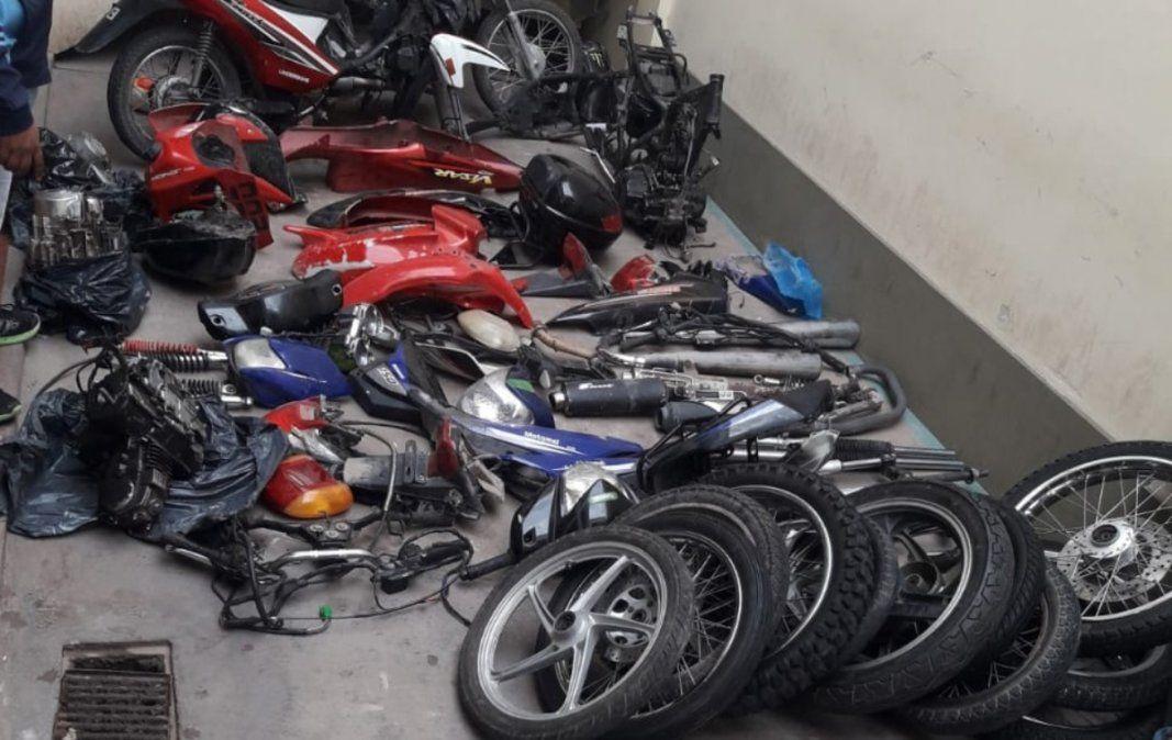 Dos detenidos por vender partes de motos en Alto Comedero