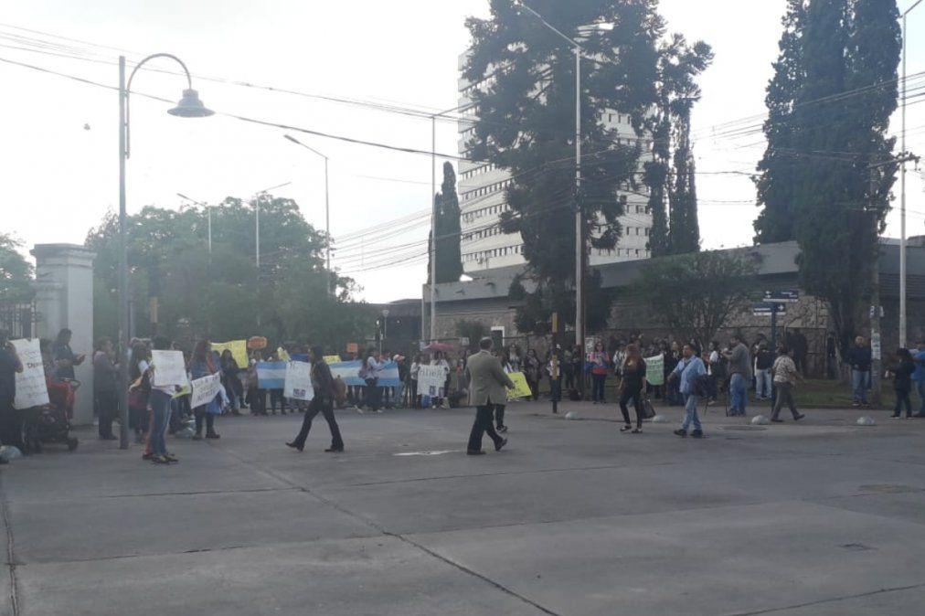 Calles adyacentes a la Legislatura cortadas