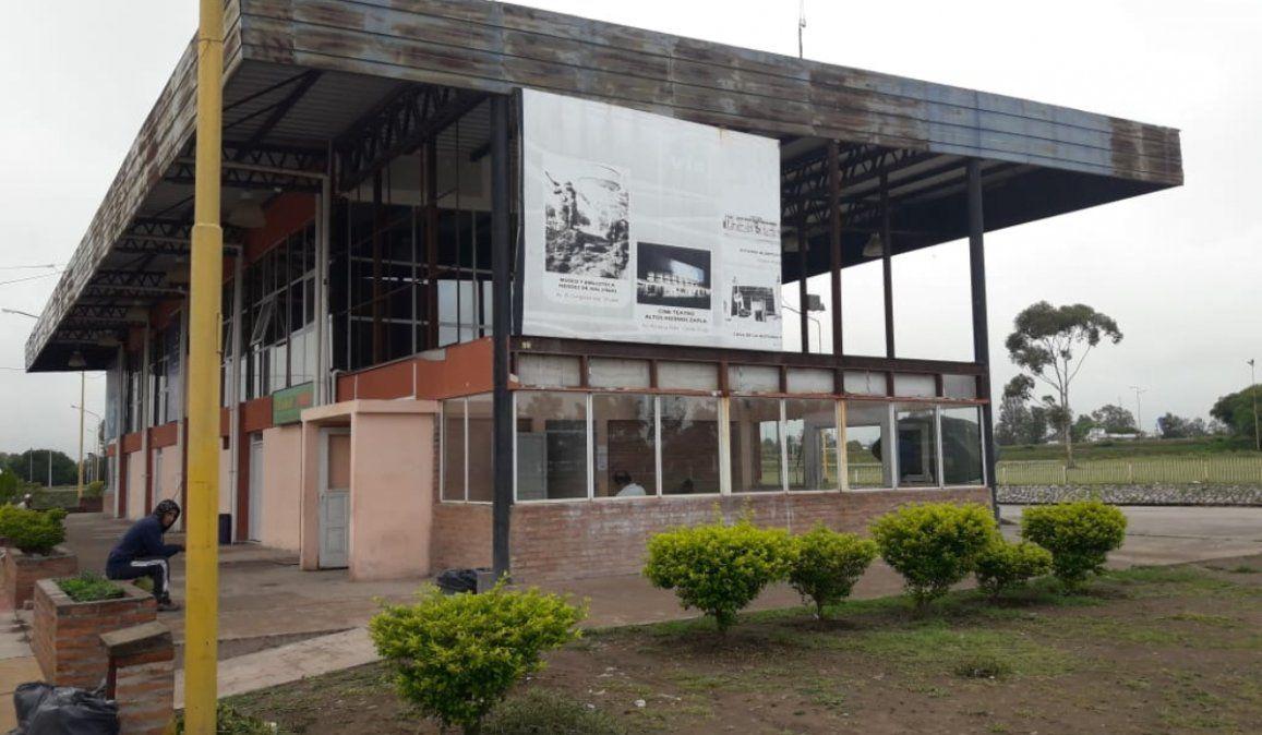 La terminal de Palpalá transformada en un kiosco que se cae a pedazos