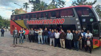 Crisis del transporte: Con tres colectivos en Casa de Gobierno se concretó otro reclamo