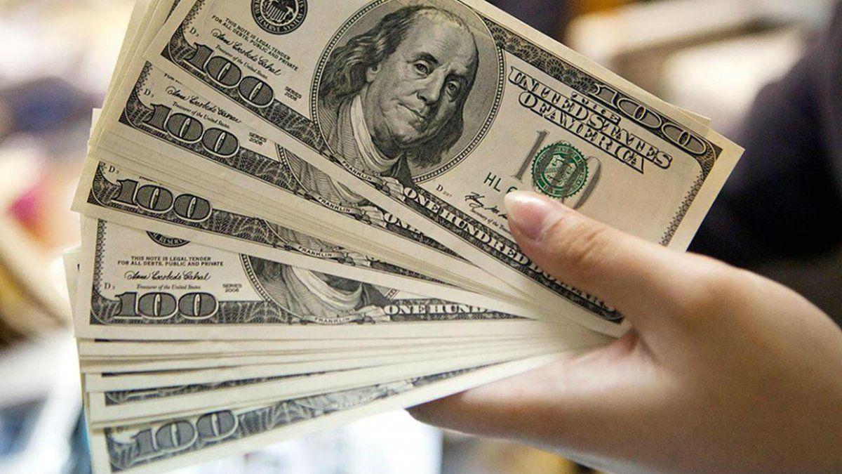 El dólar cerró con un alza de 25 centavos