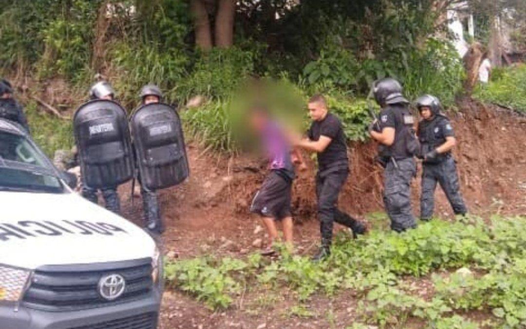 Un ladrón atacó a policías con un cuchillo