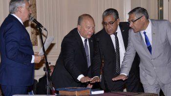 Más funcionarios del gobierno provincial tomaron juramento