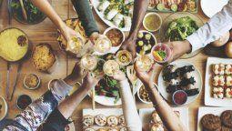 fiestas y alimentacion: se puede comer de todo, sin comer todo