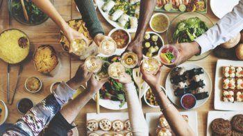 Fiestas y alimentación: Se puede comer de todo, sin comer todo