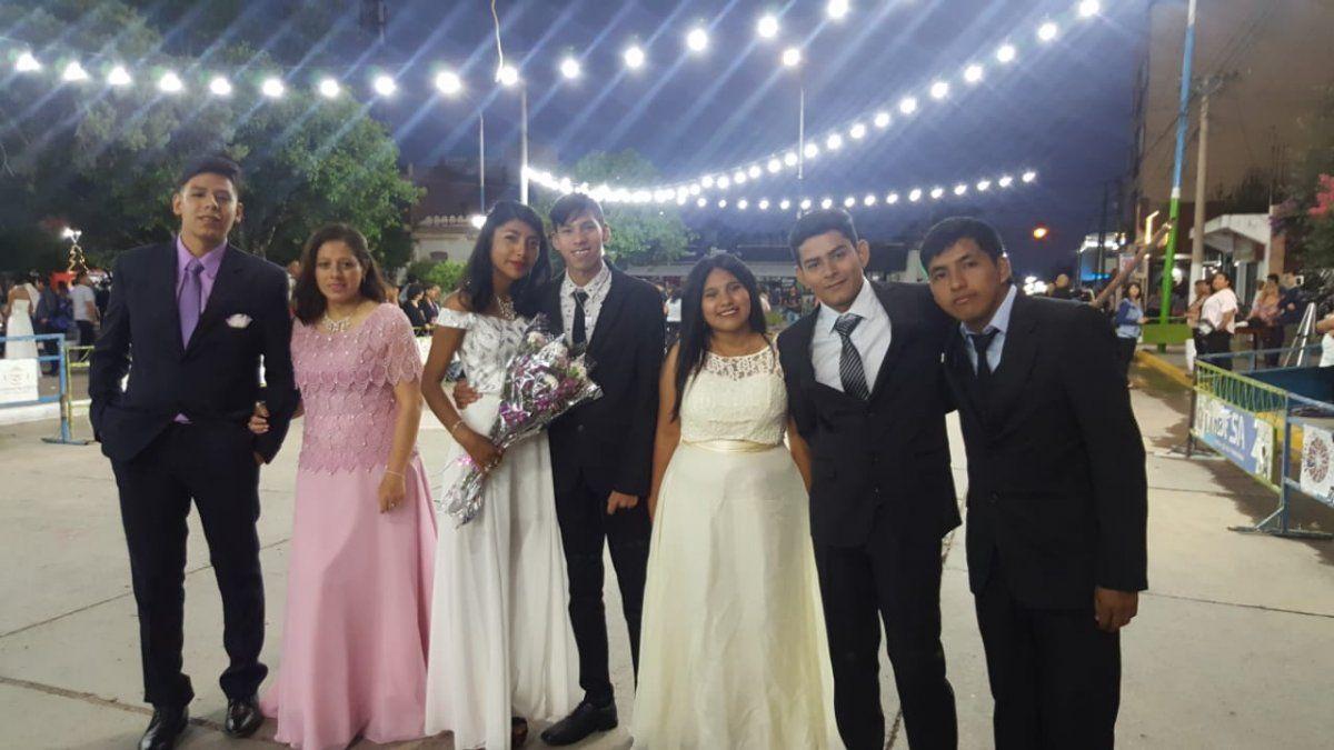Egresados de Perico viven su Cena Blanca