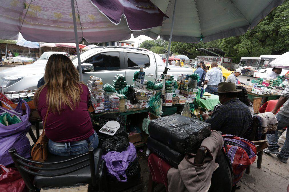 Vendedores ambulantes ilegales usurparon lugares de otros que tenían su habilitación
