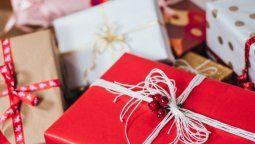 altText(De cara a las fiestas: el video que enseña cómo envolver regalos)}