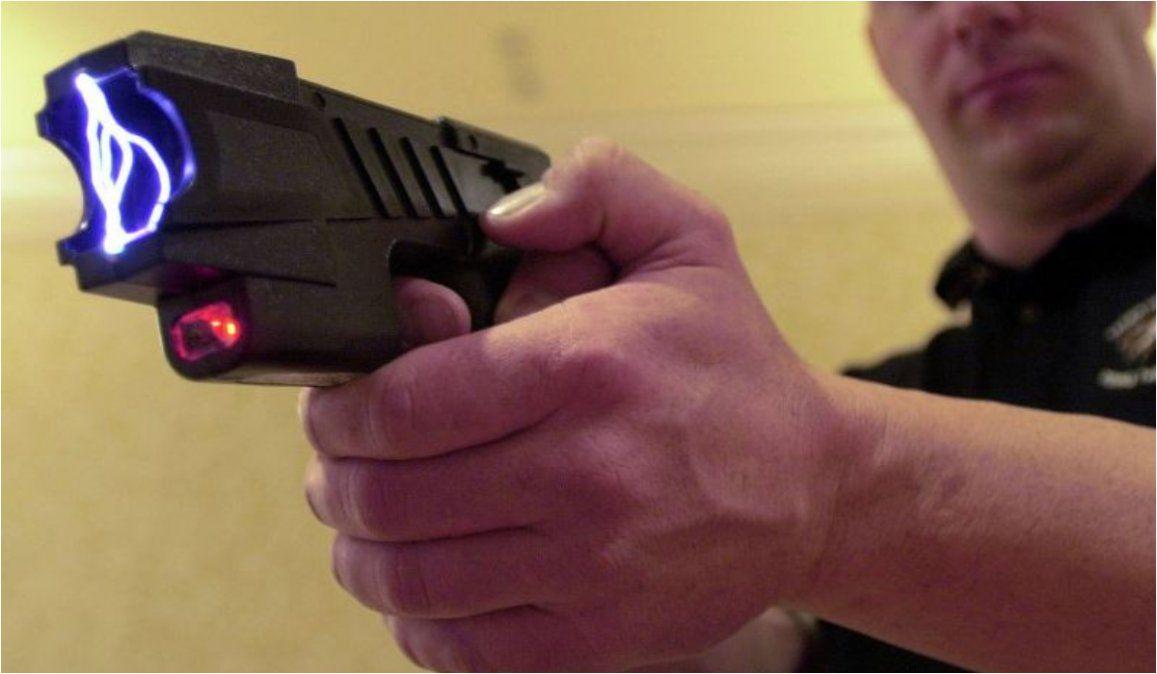 El gobierno elimina el uso de pistolas Taser
