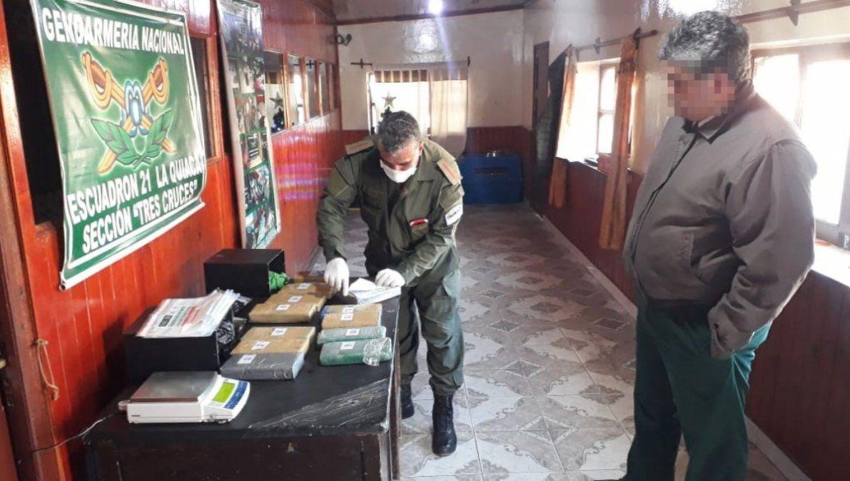 Secuestran más de 12 kilos de cocaína dentro de dos cajas metálicas