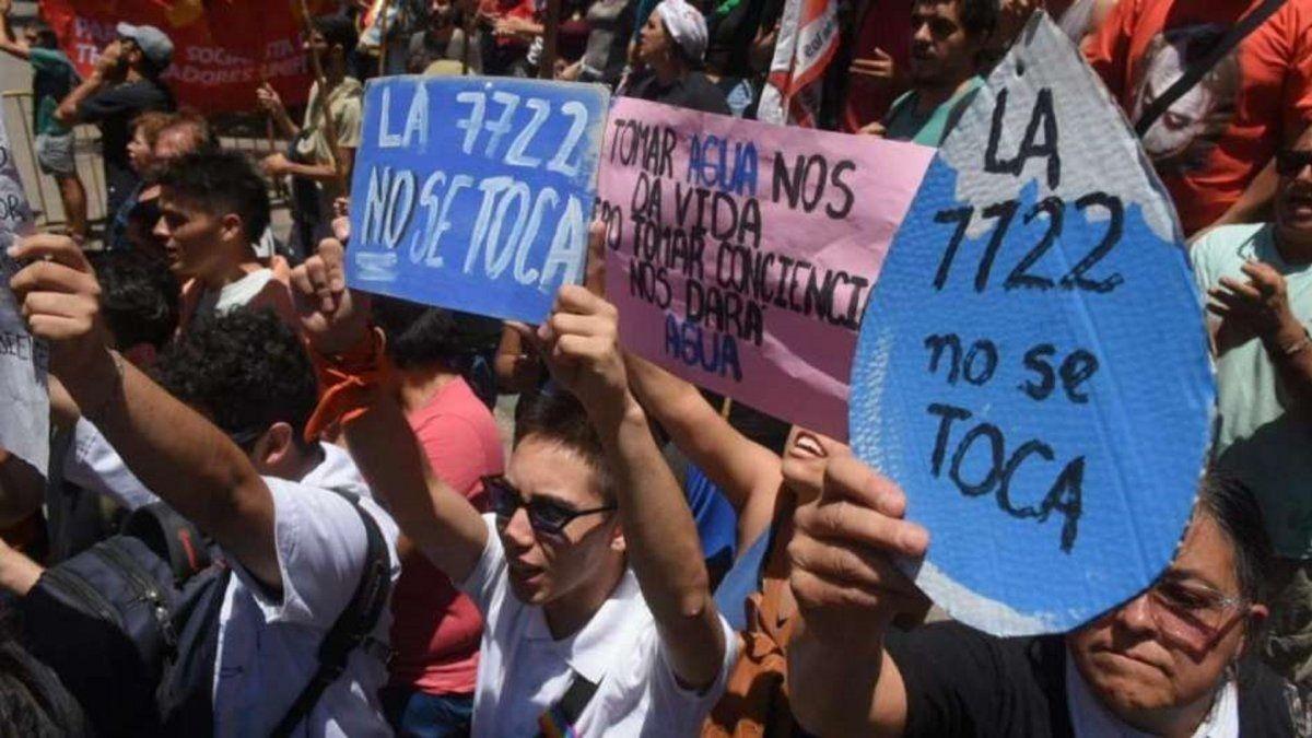 Mendoza: no se reglamentará la reforma a la ley de minería, pero seguirán las protestas