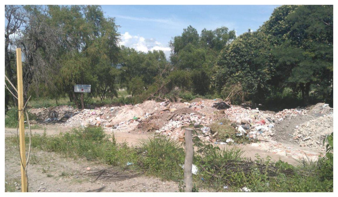 Vecinos de Bajo La Viña denuncian basurales clandestinos