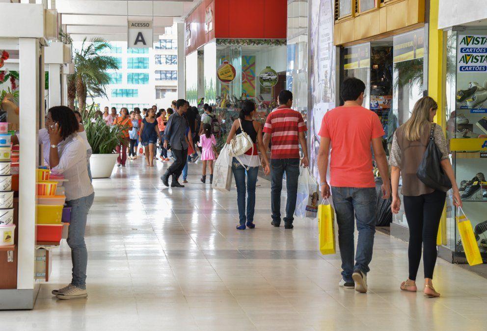 Cae el desempleo en Brasil, pero aún afecta a más de 11 millones de personas