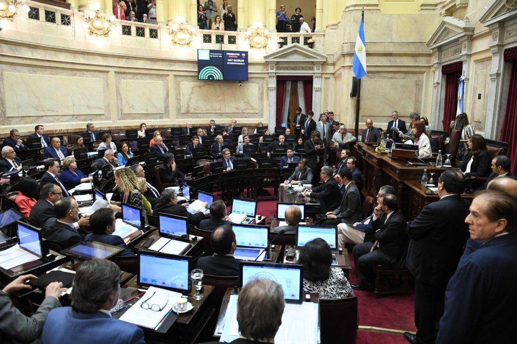 Diputados y senadores congelan sus dietas por 180 días
