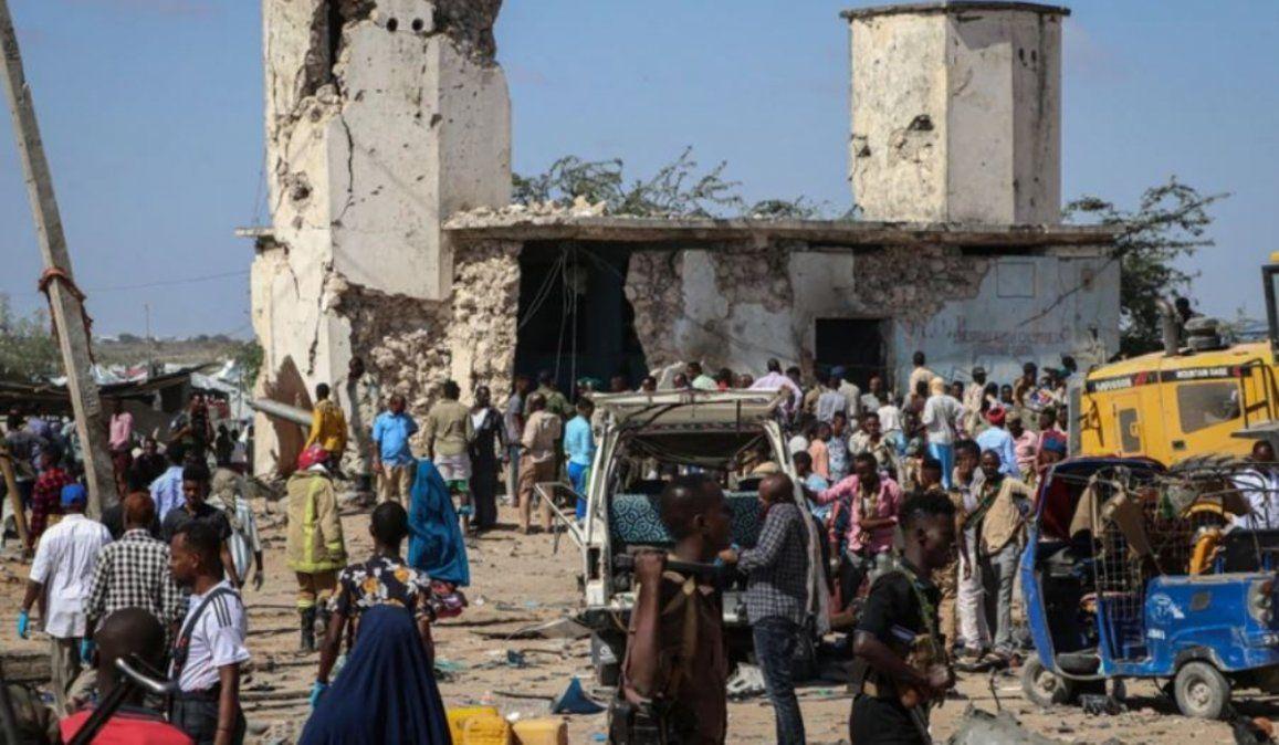 Atentado con coche bomba dejó al menos 76 muertos en Mogadiscio