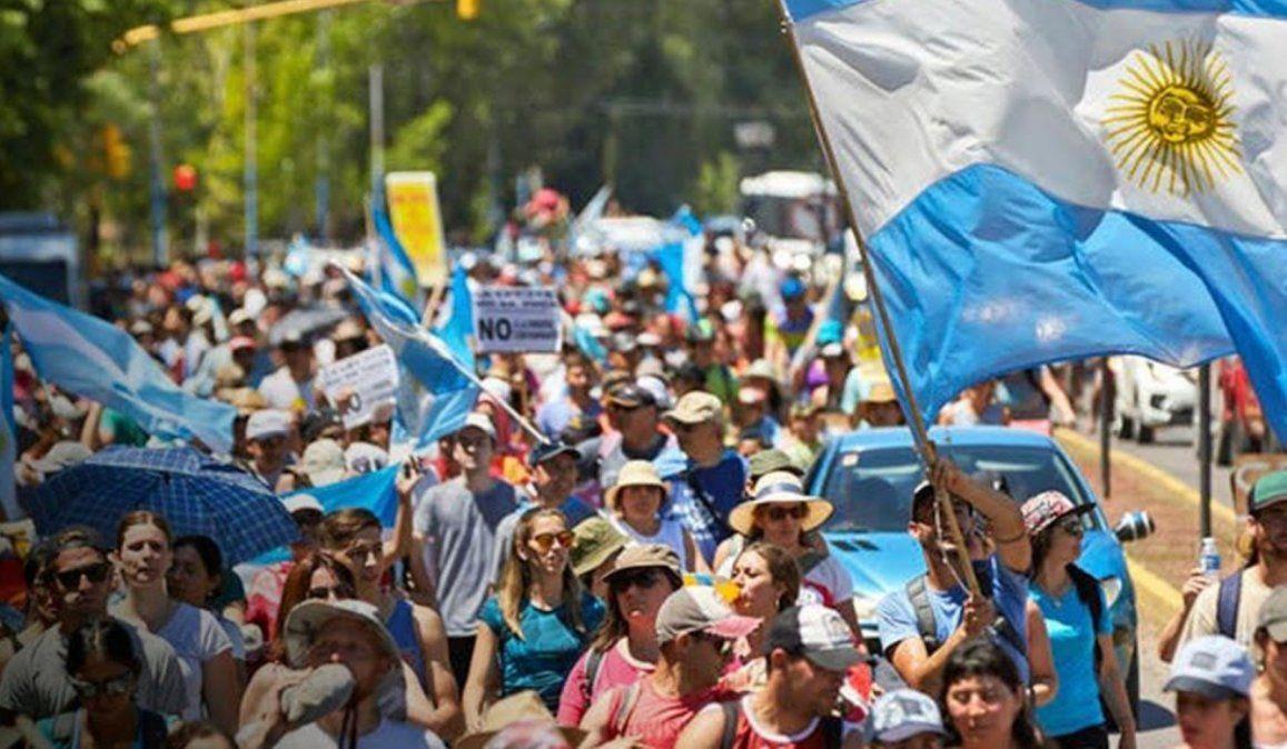 Marcha atrás total en Mendoza: se derogará la ley minera