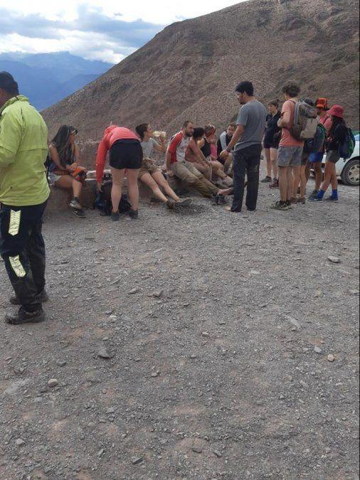 Rescatan a cinco turistas que quedaron atrapados en un río
