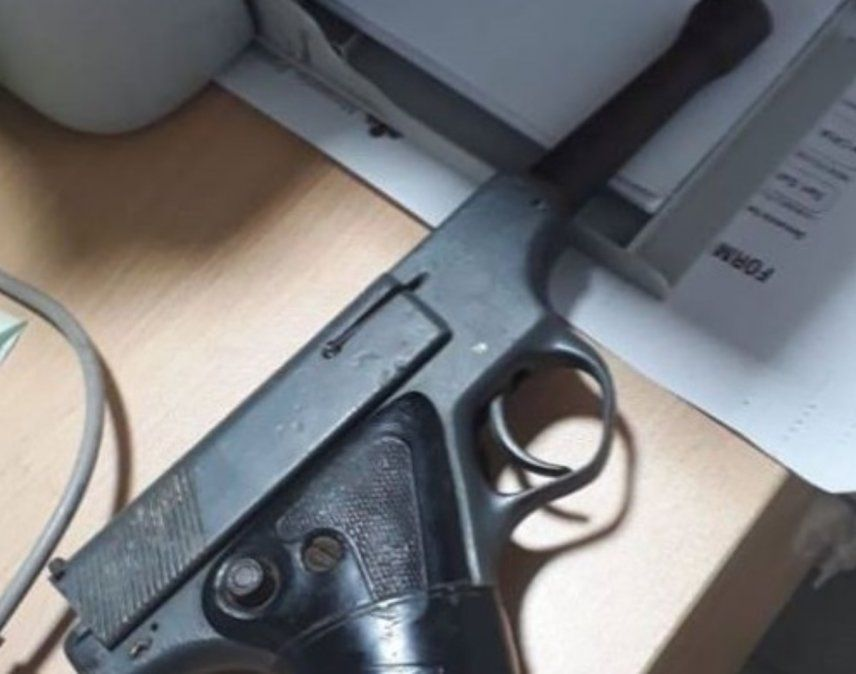 Alto Comedero: amenazaba a los transeúntes con un arma de fuego