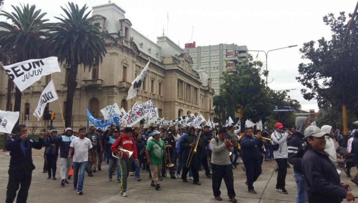 Municipales molestos por despidos en Pampa Blanca y Purmamarca