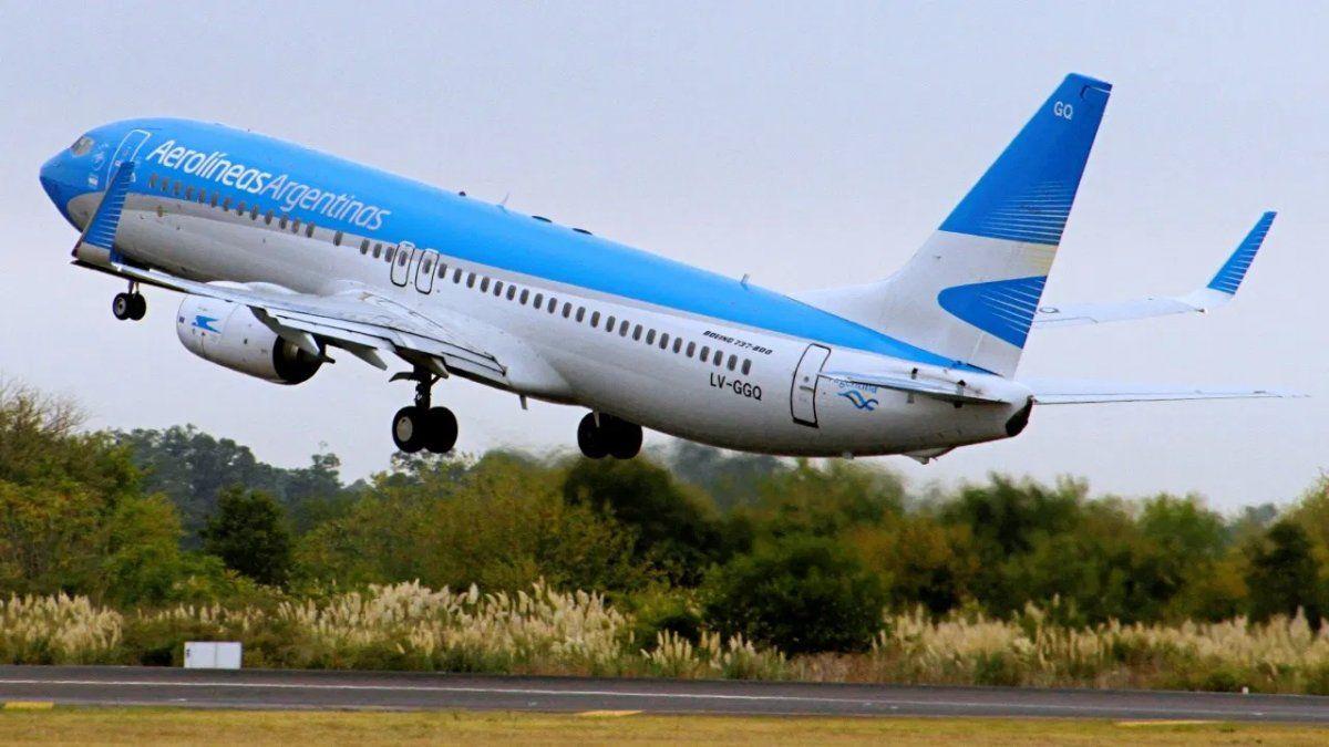 Finalmente, los pasajes de Aerolíneas al exterior también pagarán el 30% de recargo