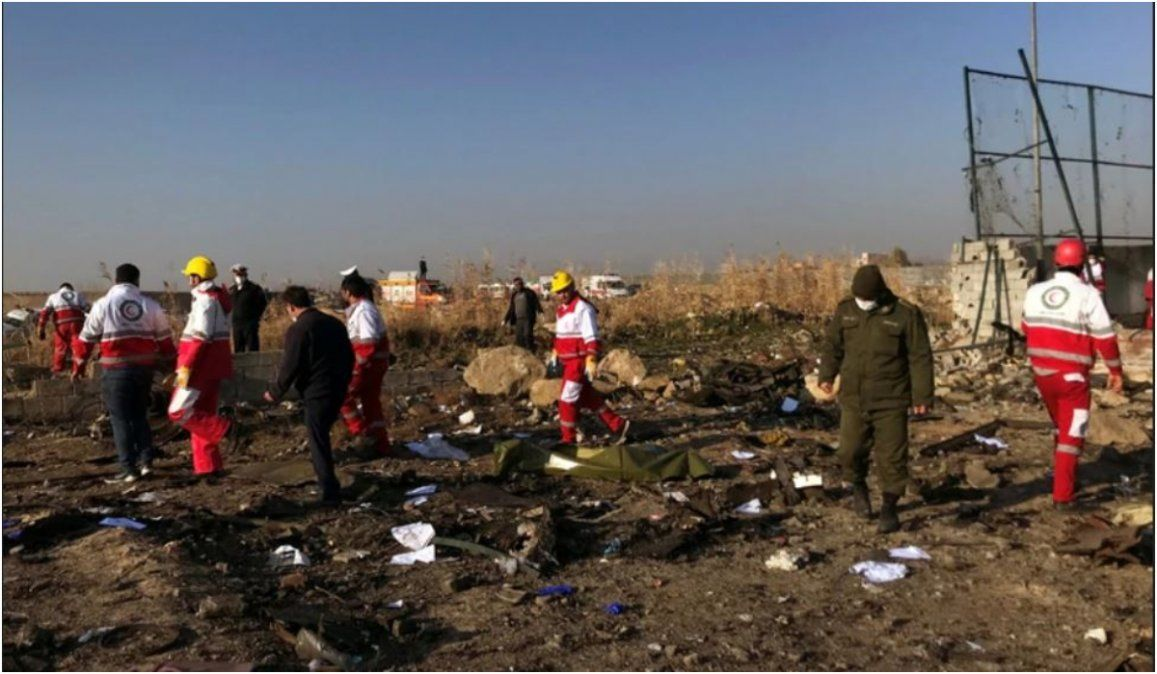 Mueren 176 personas luego de que el avión en el que viajaban se estrellara en Irán