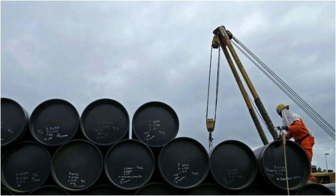 Se desplomó el precio del petróleo tras el mensaje de Trump