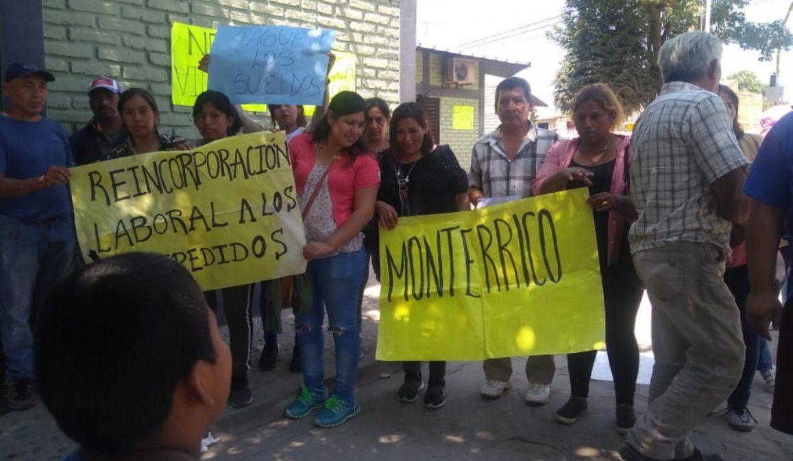Municipales cesanteados en Monterrico esperan respuestas del intendente