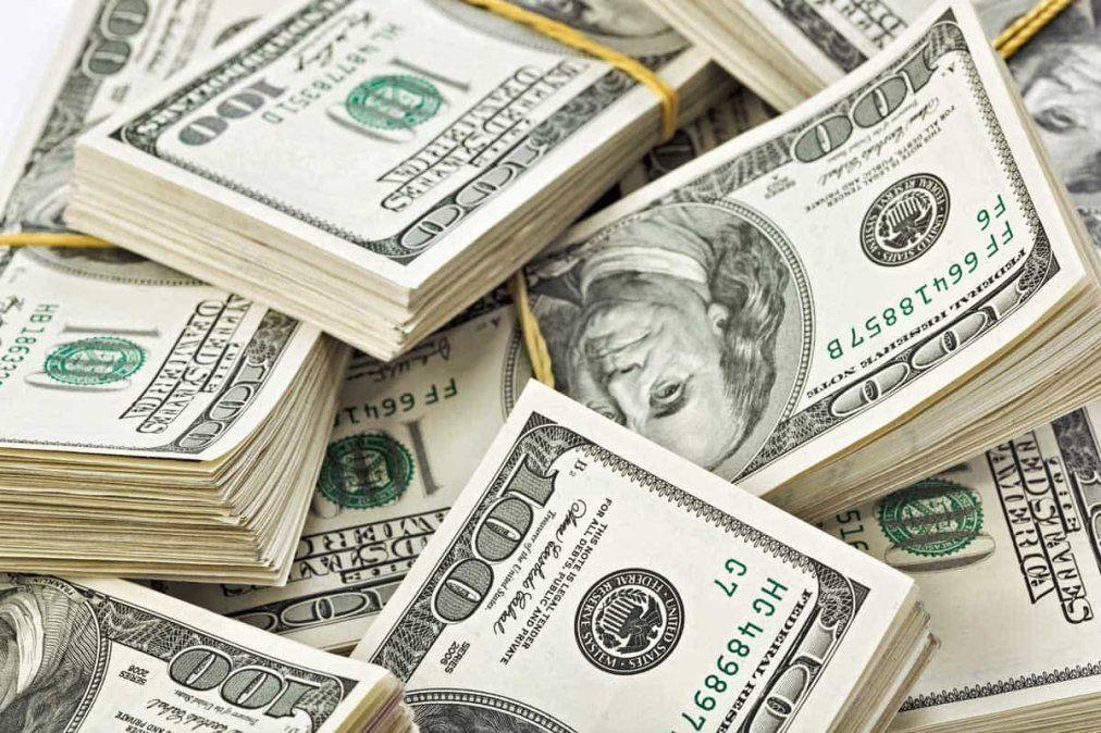 El dólar solidario tuvo una leve baja y cerró en $81,87
