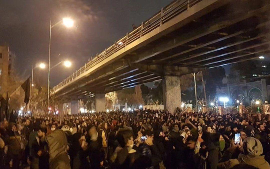 Manifestantes iraníes exigieron la renuncia del Ayatollah