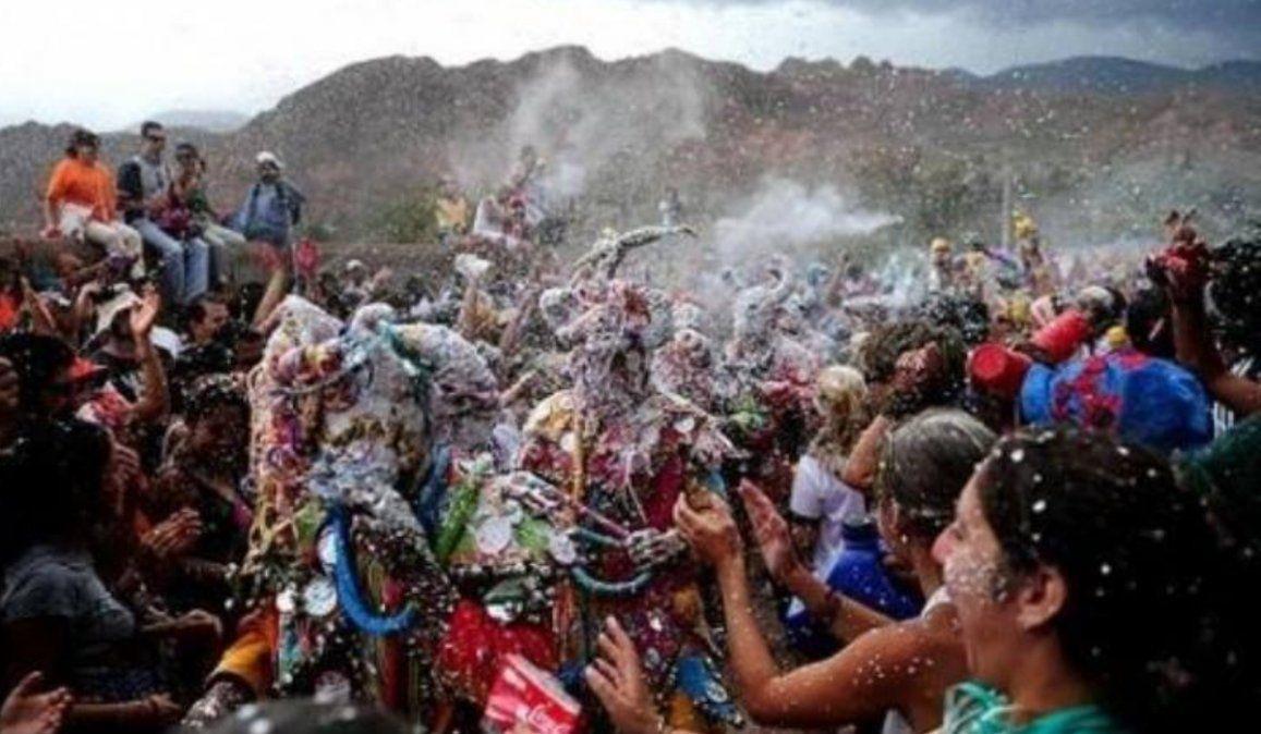 Carnaval: podrían avanzar hacia la prohibición de la espuma